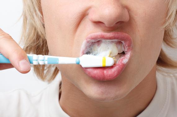Os problemas da má escovação dentária